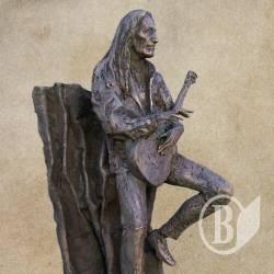 Пам'ятник живій легенді - Кен Хенслі у бронзі