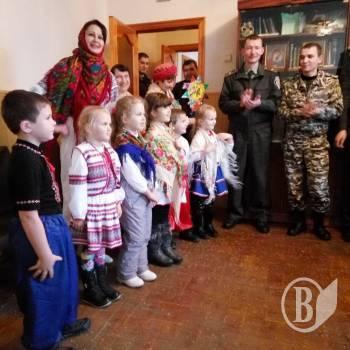 Юные щедровальщики с особым вдохновением пели щедровки и провозглашали праздничные стихотворные