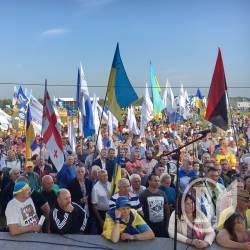 Наливайченко закликав владу забрати зброю у «тітушок», яких звезли на КПП Краківець